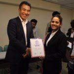 ネパール人留学生の奨学生推薦状授与式 (8/27) その2